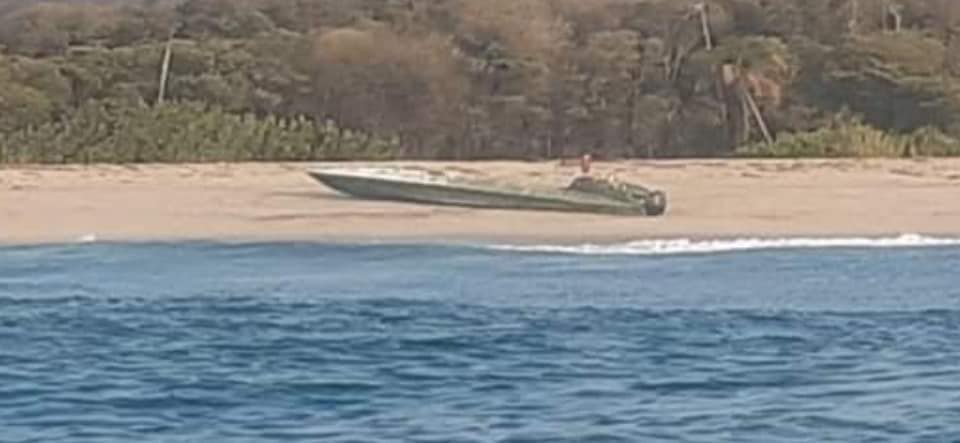 Beached narco-sub discovered in Oaxaca without drugs